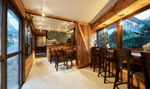 株式会社クスクスがデザインした鎌倉のカフェヨリドコロ店内写真