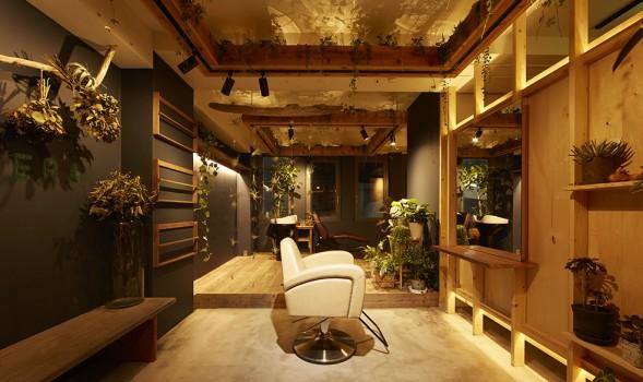 植栽溢れる逗子の美容室マニエーラ